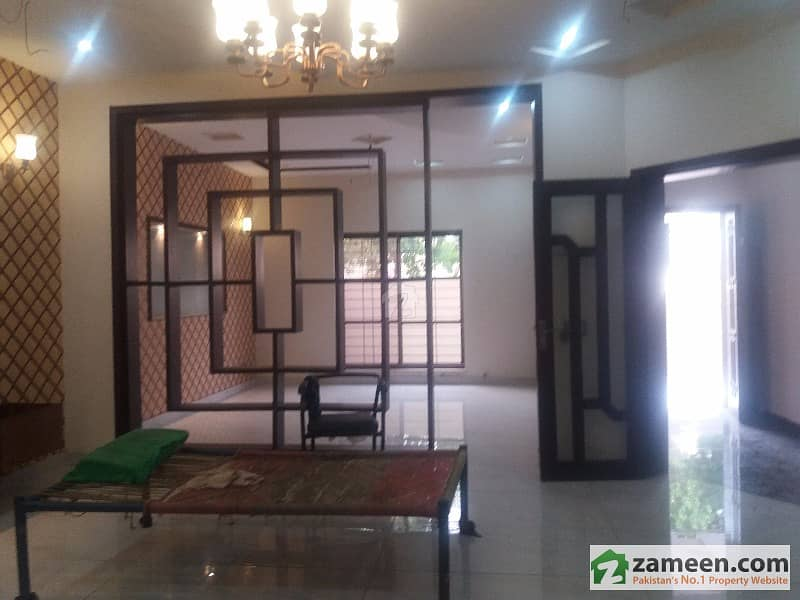 14 Marla Brand New House With Gas For Rent