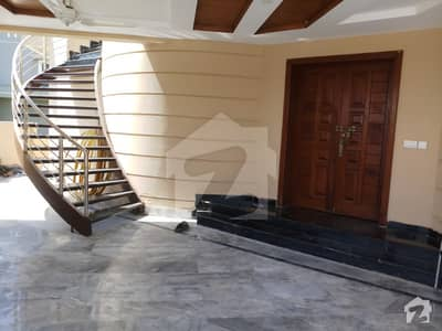 E113  1Kanal Tripple Story House 7Beds huge Hall Brand New House with basement commercial AND Residence USE FOR RENT