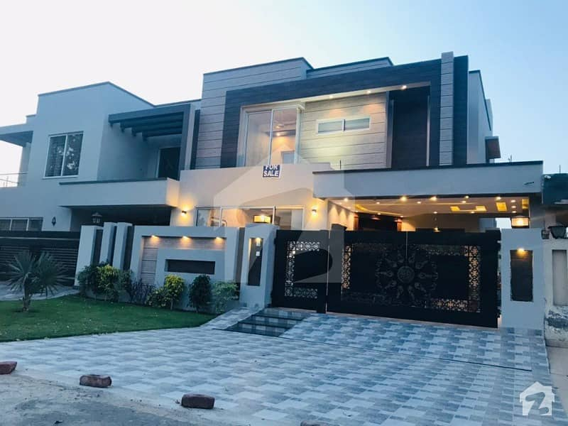Brand New Luxuries Designed Bungalow On Walking Distance To Park