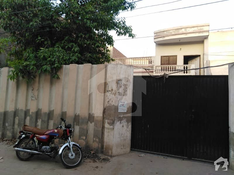 4 Rooms In Ground Floor With Kitchen And 2 Rooms Attach Bath Porch Front Courtyard Back Street Attach First Floor T. v Lounge