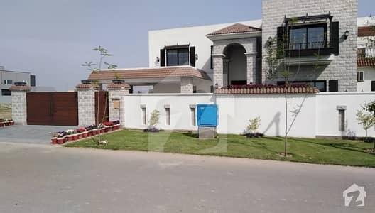 2 Kanal Beautifull Facing Park Villa On Installment