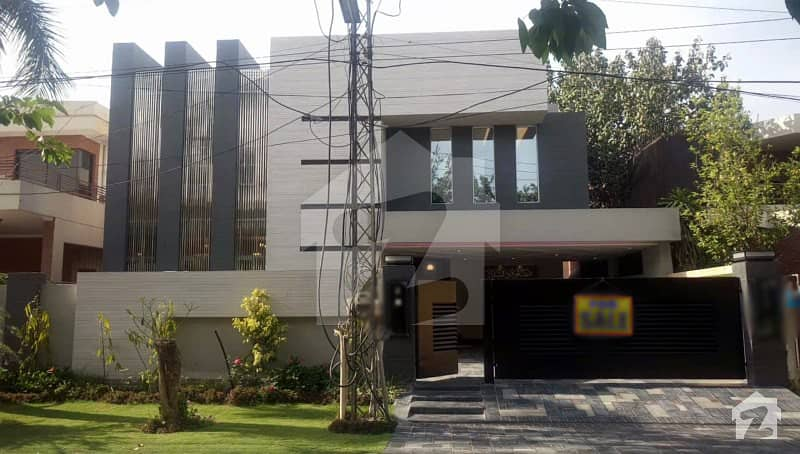 1 Kanal House Is Available For Sale  In W Block Of Dha Phase 3