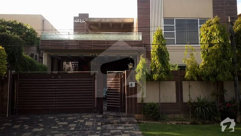 1 Kanal Bungalow For Sale  In W Block Of Dha Phase 3
