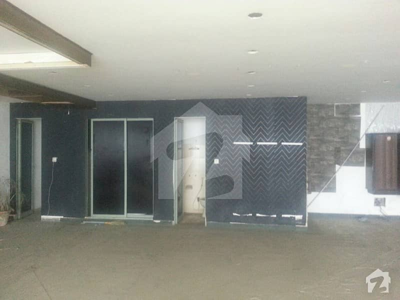 1 Kanal Road Bungalow For Rent With 8 Rooms And Car Porch