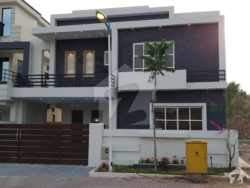 Beautiful Double Unit 3 Sides Open 12 Marla  5 Bedrooms House For Sale