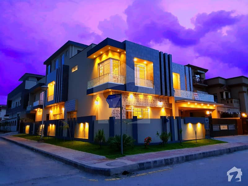 1 Kanal Corner Stylish Bungalow Available For Sale