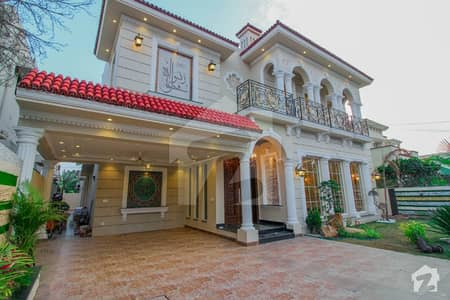 Royal Class Luxury Bungalow Near 80 Kanal Park