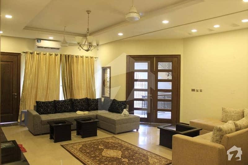 ایف ۔ 8 اسلام آباد میں 10 کمروں کا 1.2 کنال مکان 15 کروڑ میں برائے فروخت۔