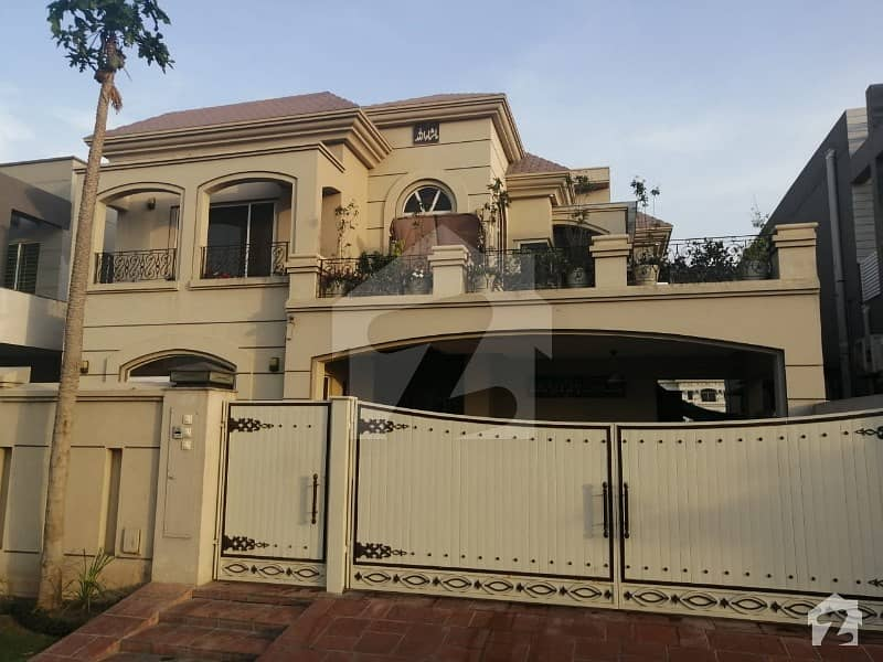 1 Kanal Slightly Used Bungalow Facing Park For Sale In Dha Phase 8 Ext Air Avenue