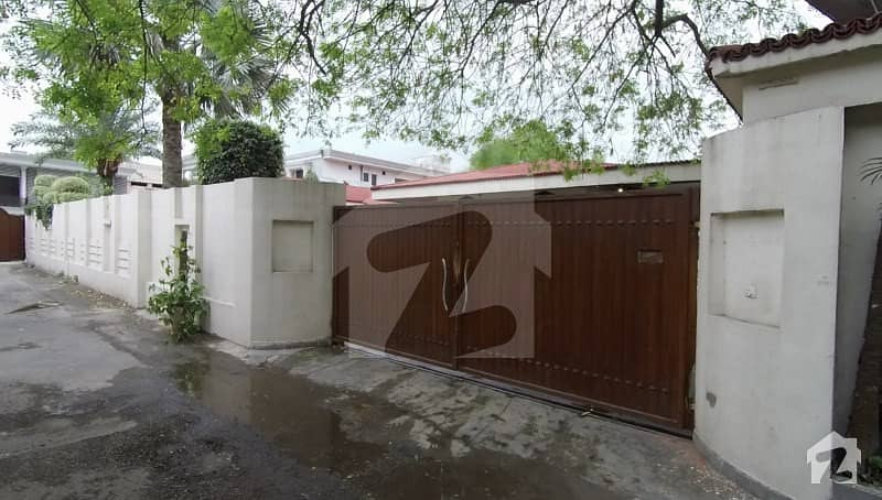 2. 4 Kanal Beautiful Luxury Villa In Cantt
