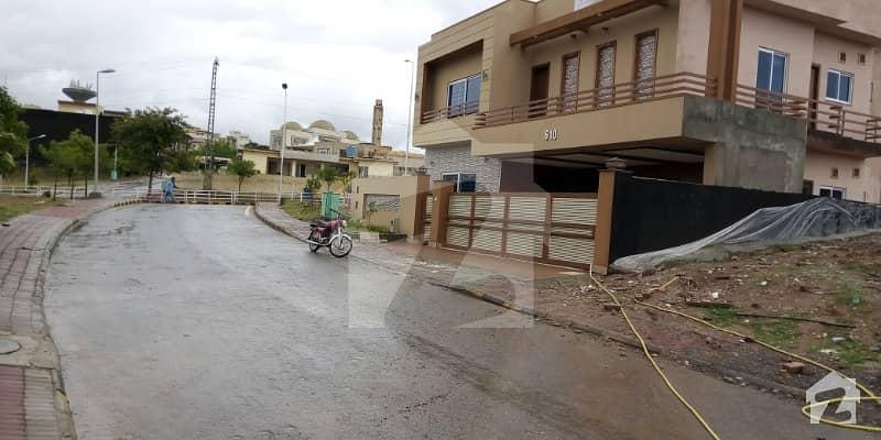 بحریہ ٹاؤن فیز 7 بحریہ ٹاؤن راولپنڈی راولپنڈی میں 5 کمروں کا 12 مرلہ مکان 2.35 کروڑ میں برائے فروخت۔