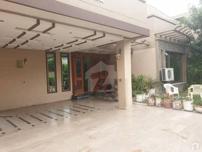 1 Kanal Hot Location Gated Area Solid Construction Well Maintained House