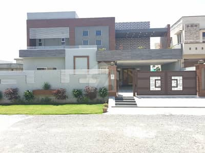 1 Kanal Near Main Boulevard Solid Construction Luxury House Very Hot Location