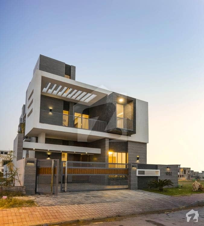A Stunning Luxury Front Open 10 Marla House For Sale