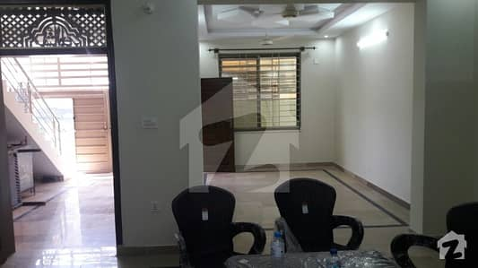 House, Portions Or Flats are available for rent in green avenue