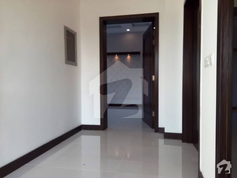 1 Kanal Brand New Owner Built Ideal Location Bungalow