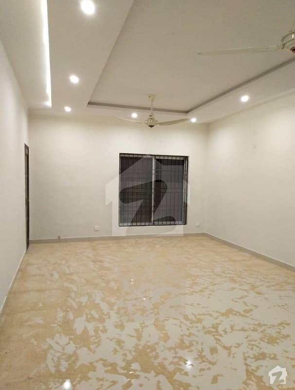 1Kanal Facing Park Slightly Used Royal Place Out Class Single Story Bungalow For Rent In DHA Phase IV