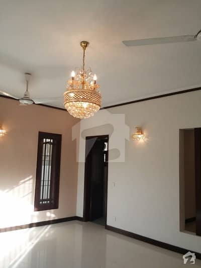 Ground Floor Portion With Basement Is Available For Rent In Ameer Khusro