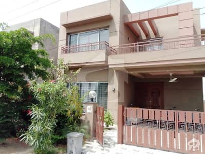 Syed Brothers Offer10Marla Slightly Used Royal Place out Class Bungalow for Sale in Devin Garden