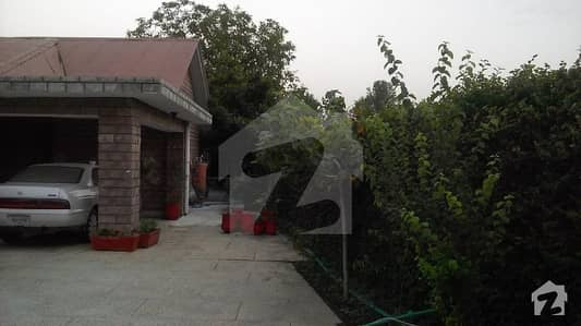 30 Marla Corner Old Construction Bungalow For Sale At Habibullah Colony Wide Road