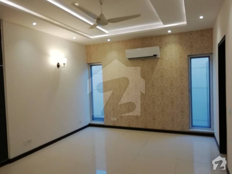 1 Kanal Royal Out Class House For Rent Dha Phase 3 Near Y Block