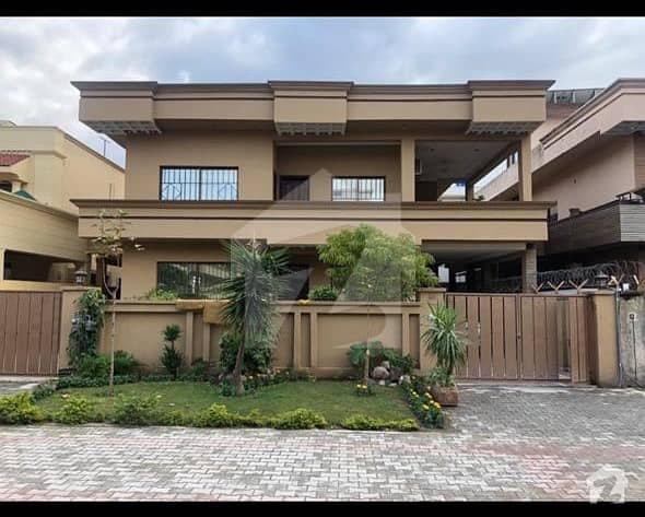 Green Avenue 1 Kanal Beautiful Margalla Facing House Available For Sale