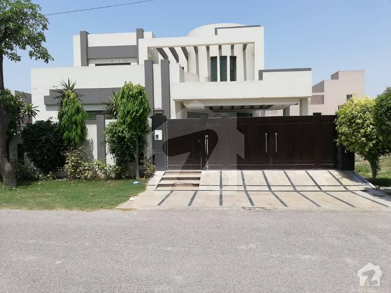 ڈی ایچ اے فیز 8 - بلاک پی ڈی ایچ اے فیز 8 ڈیفنس (ڈی ایچ اے) لاہور میں 6 کمروں کا 1 کنال مکان 1.1 لاکھ میں کرایہ پر دستیاب ہے۔