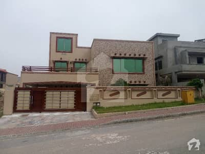 Kanal 6 Bed Room Old House For Sale