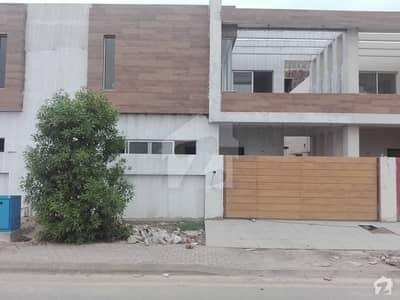 رائل آرچرڈ ملتان پبلک سکول روڈ ملتان میں 4 کمروں کا 10 مرلہ مکان 1. 8 کروڑ میں برائے فروخت۔