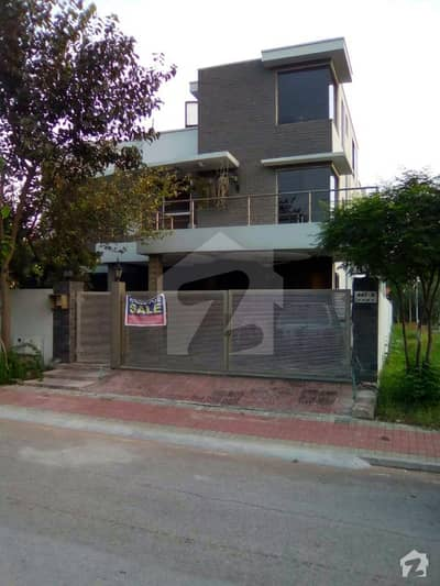 1 Kanal Corner House With Extra Land For Sale