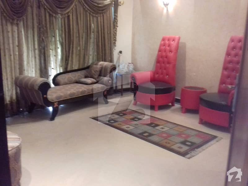 One Bedroom Lavish Furnished Available For Male Or Female