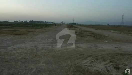 I-12/4 Plot For Sale Size 30x60 Level Top Location