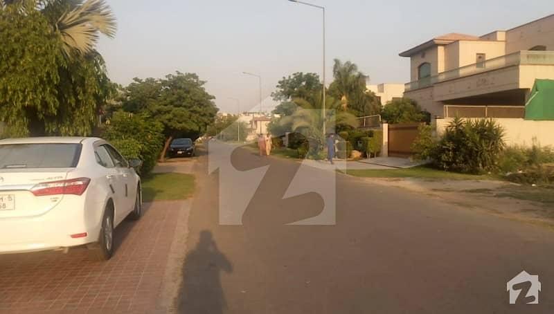 ڈی ایچ اے فیز 5 - بلاک جی فیز 5 ڈیفنس (ڈی ایچ اے) لاہور میں 1 کنال رہائشی پلاٹ 4 کروڑ میں برائے فروخت۔