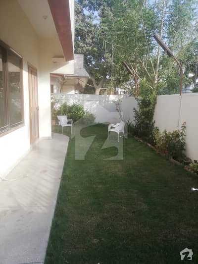 Gulshane Iqbal  Block 4A Prime Location 400 Sq Yards Single Storey West Open