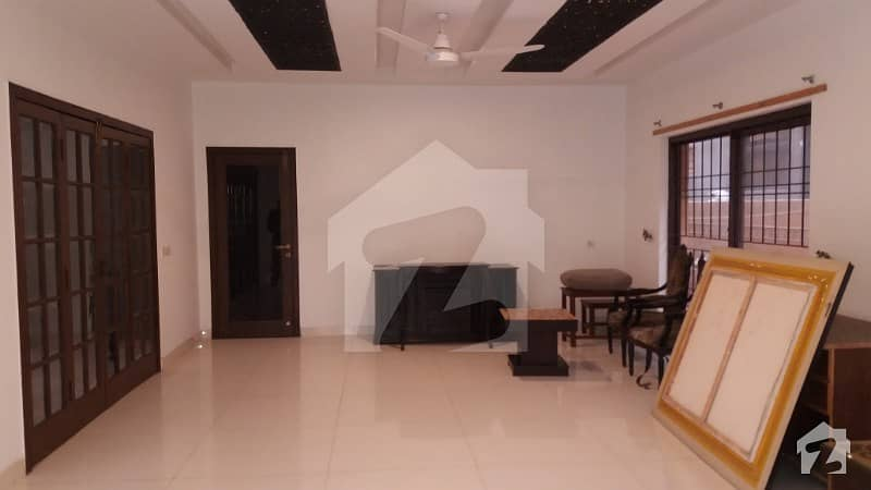 One Kanal Single Story Beautiful Bungalow Available For Rent
