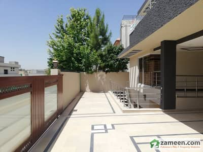 Beautiful  Brand New 1 Kanal 5 Bedroom House For Rent