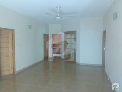 Gulberg 3 block P 1 kanal 10 Marla bungalow for rent best Office
