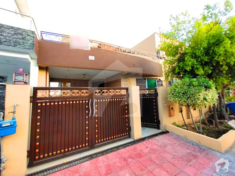 Very Prime Location Solid 10 Marla House For Sale