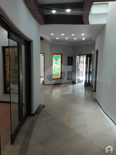 1 Kanal Beautiful Bungalow Available For Rent