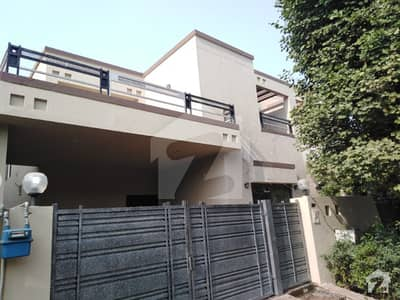LEADS 10 MARLA NEW VILLA FOR RENT IN DHA PHASE 8