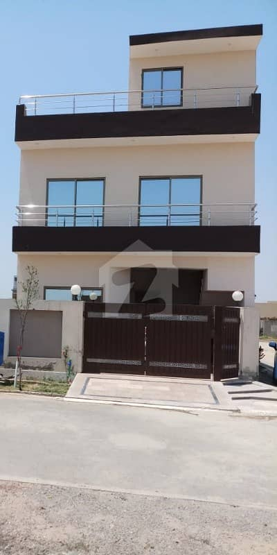 10 Marla Stunning House For Rent In Lake City Lahore