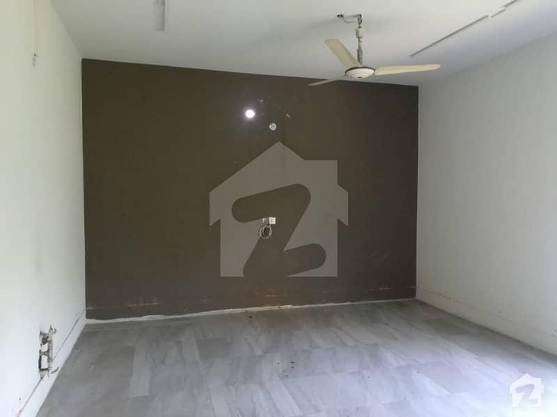 گلبرگ 2 گلبرگ لاہور میں 4 کمروں کا 1.5 کنال بالائی پورشن 1 لاکھ میں کرایہ پر دستیاب ہے۔