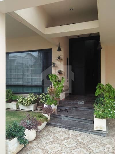Architecture And Modern Design - 500 Sq Yard Bungalow For Rent