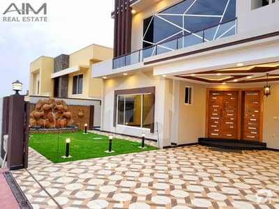 Luxurious 1 Kanal House With Decorated Lawn