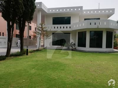 G-6 1600 Sq Yd New House 6 Beds Big Green Lawn Available On Resalable Rent