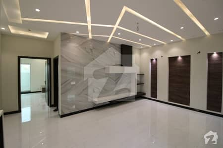 10 Marla Brand New Luxury Modern Style House