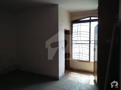 2bed flat for batchlers for rent