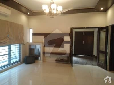 10 Marla Well Maintained 4 Bedroom House  Near To Big Park