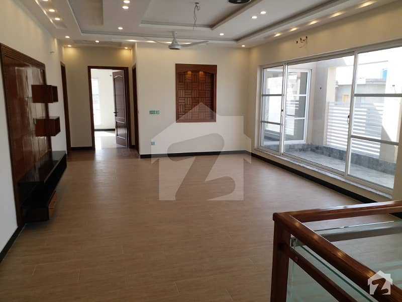 10 Marla Lower Portion Available For Rent In Valencia Town Lahore