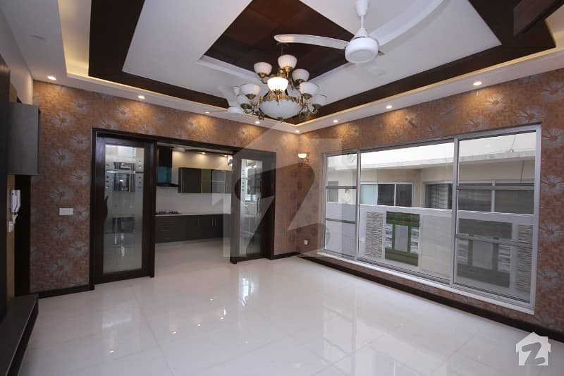15 Marla Out Class Luxury House For Rent Near To Park And Masjid